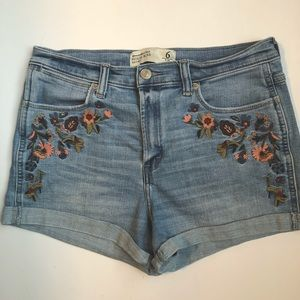 Abercrombie and Fitch High-rise denim shorts with embroidered flowers Size 6
